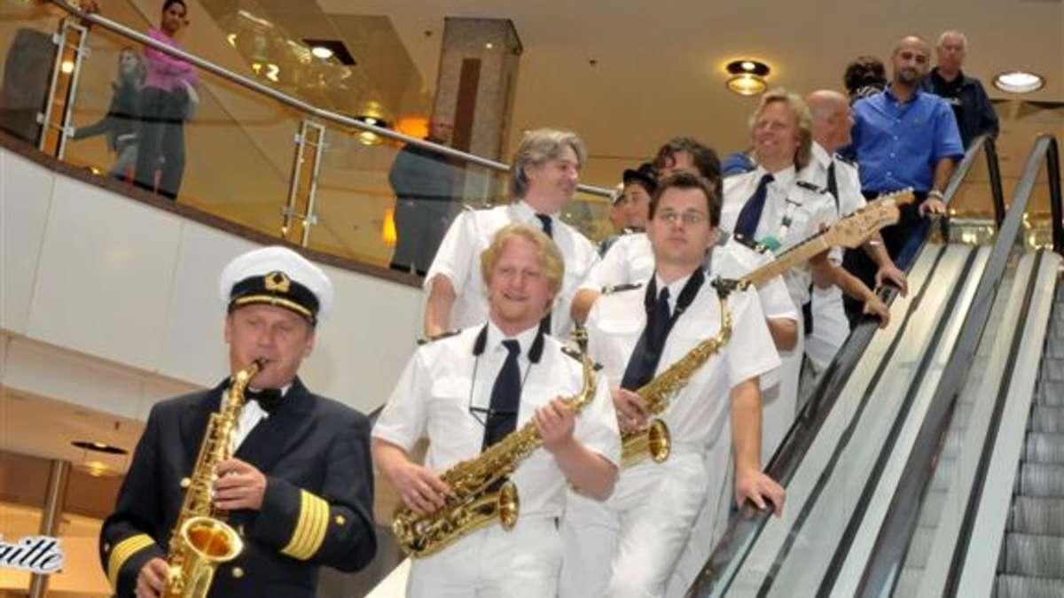 captain cook singende saxophone