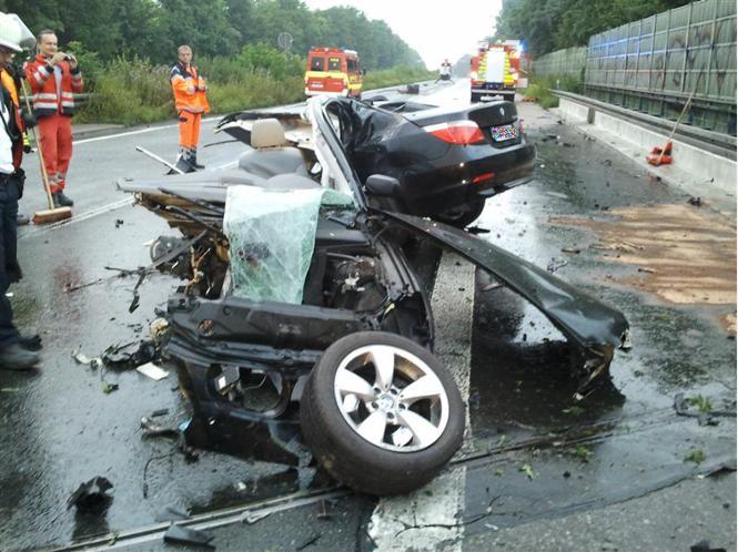 Unfall A1 Wikipedia: BMW Wird Bei Unfall In Zwei Teile Gerissen