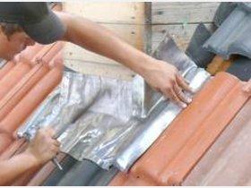 tonziegel setzen schiefern und dachfenster einbauen handwerk. Black Bedroom Furniture Sets. Home Design Ideas