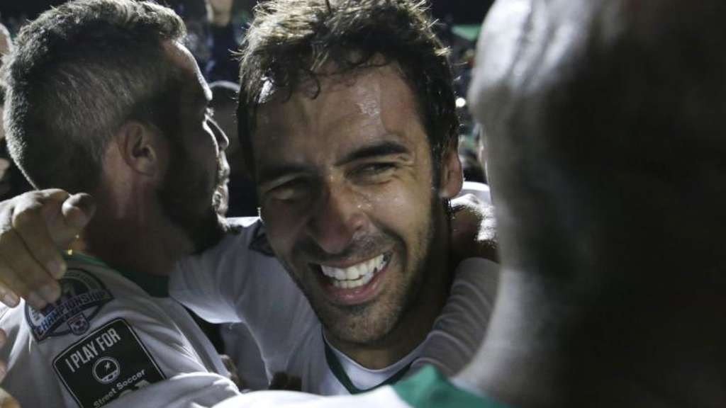Raúl (M) holte mit New York Cosmos den Titel in der North American Soccer League (NASL). Foto: Peter Foley