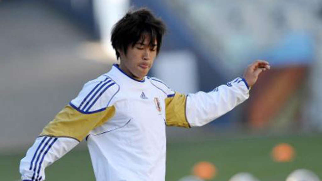 epa02199672 Atsuto Uchida of Japan National soccer Team in action during training session in Bloemfontein, South Africa, 13 June 2010. The FIFA World Cup 2010 match between Japan and Cameroon take place in Bloemfontein on 14 June. EPA/PETER STEFFEN +++(c) dpa - Bildfunk+++