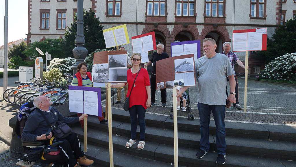 sanierte bodelschwinghstra e anti schimmel demo am rathaus hamm mit wenig zulauf hamm. Black Bedroom Furniture Sets. Home Design Ideas