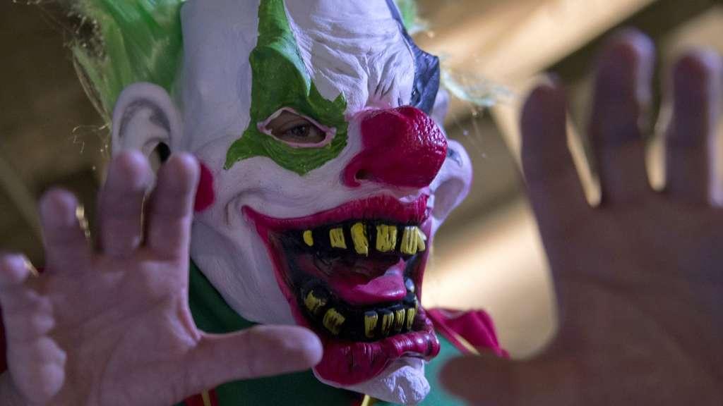grusel clowns und horror clowns sind an halloween in nrw unerw nscht nordrhein westfalen. Black Bedroom Furniture Sets. Home Design Ideas