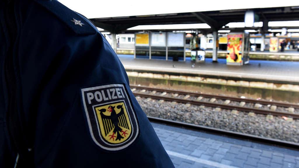BPOL NRW: Unbekannte attackieren Familie im Zug - Bundespolizei ermittelt