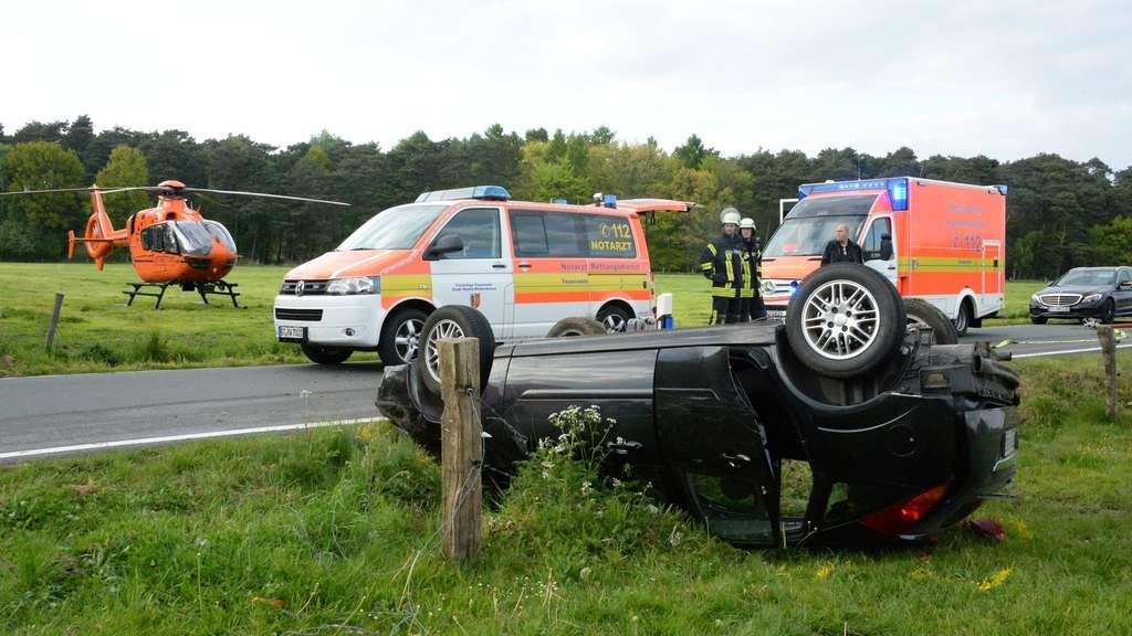 Teenager überschlagen sich mit Auto - 16-Jährige tödlich verletzt