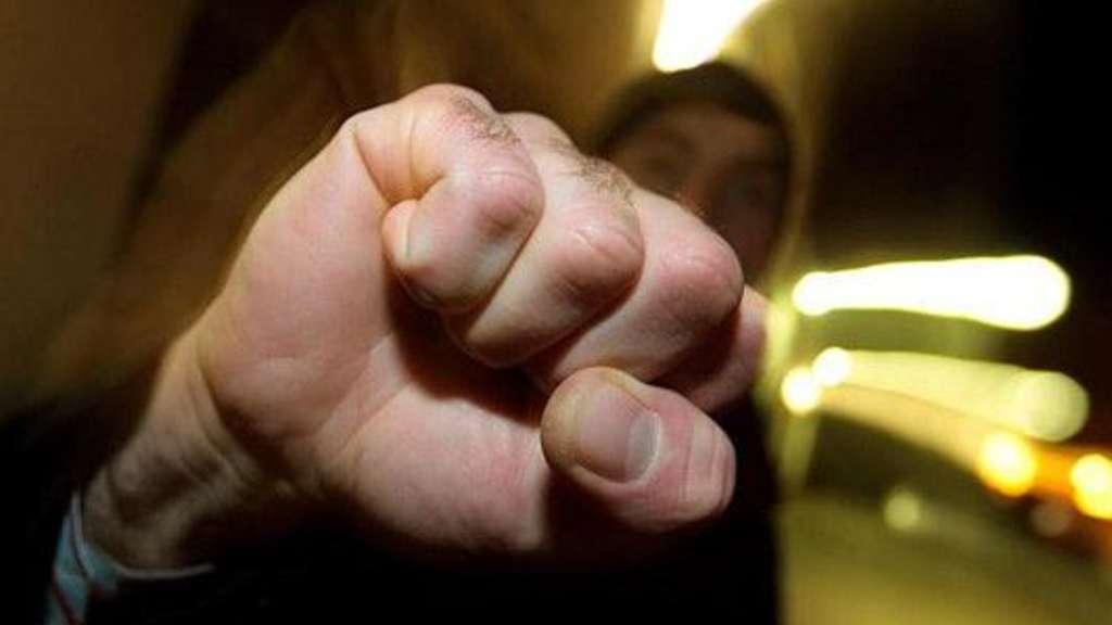 Kriminalität : Großeinsatz der Polizei in Mülheim wegen Schlägereien