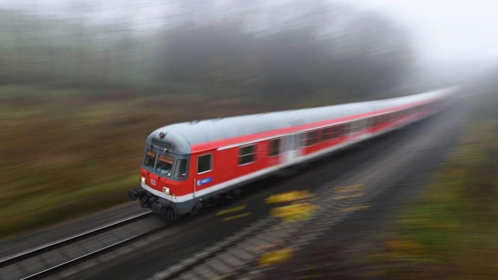 Wetter : Blitz legt Bahnstrecke Essen-Gelsenkirchen lahm