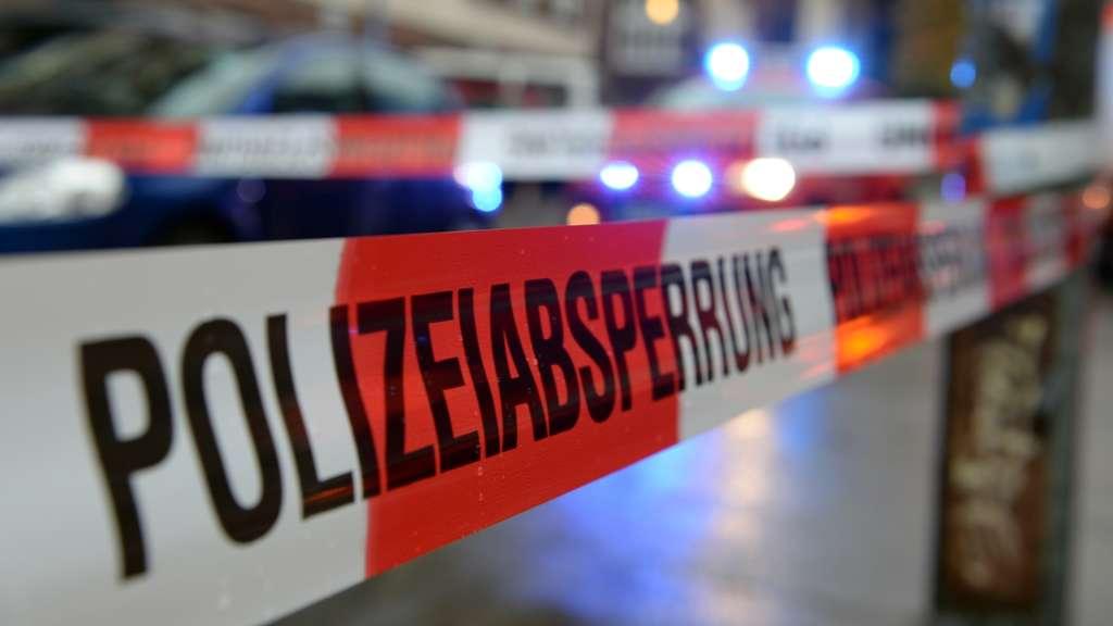 Kriminalität : Gewalttat: Polizei geht von mindestens fünf Tätern aus