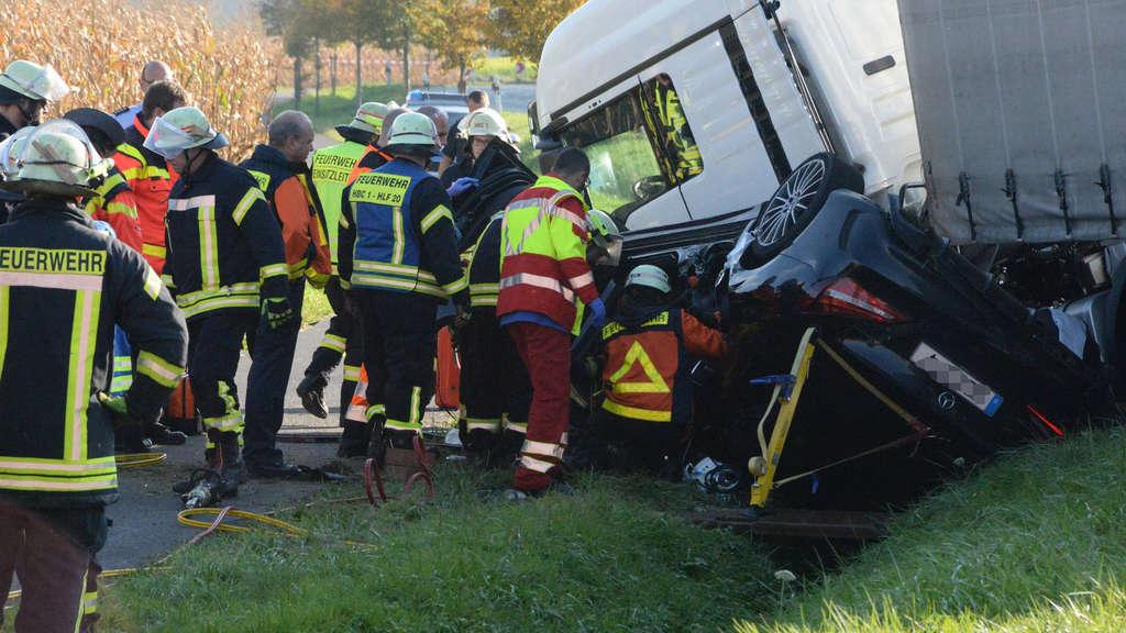 A2-Unfall: Zunächst nur ein Fahrstreifen frei