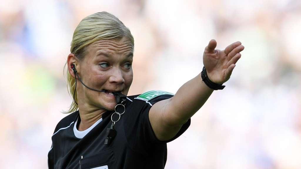 Bibiana Steinhaus pfeift Schalke gegen Mainz