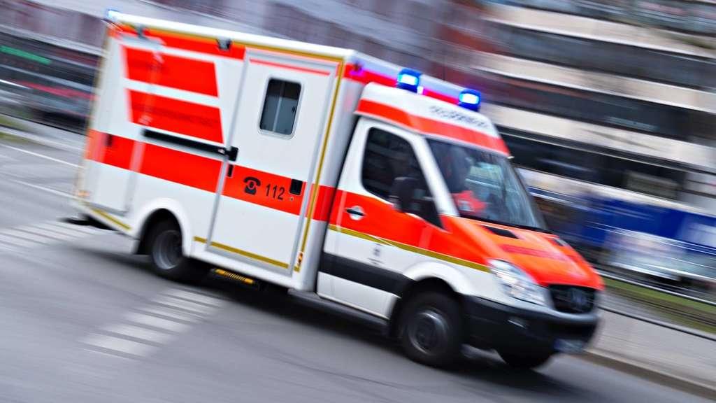 Tödlicher Unfall: Mann (18) von Lokomotive erfasst