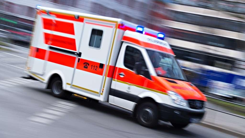 Stromschlag auf Waggon 15-jähriger schwebt nach Kletteraktion in Lebensgefahr