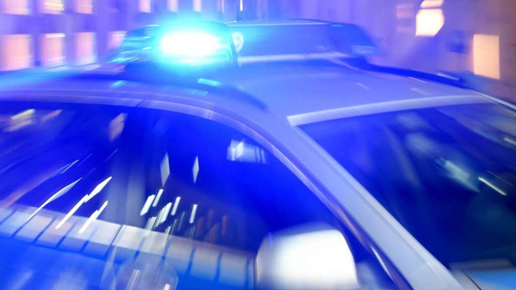 Frau auf Spielplatz angegriffen und lebensgefährlich verletzt