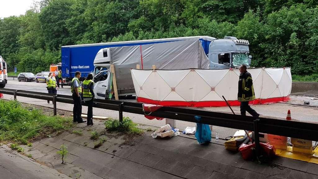 Tödlicher Verkehrsunfall auf der A45 - Autobahn Richtung Dortmund gesperrt