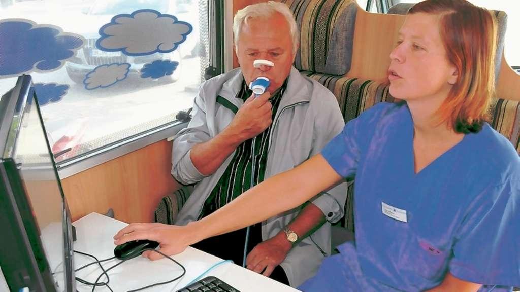 Entzuckend Zahlreiche Werner Nutzten Die Chance, Ihre Lungenfunktion Im Lufo Mobil  überprüfen Zu ...