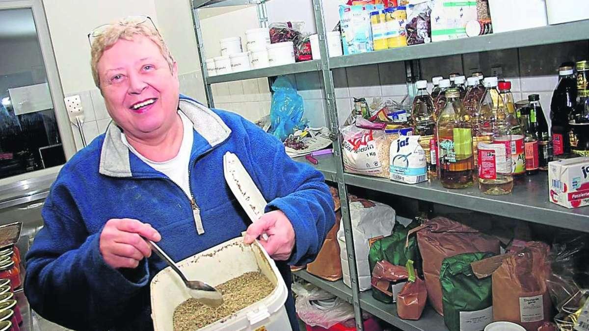 Brigitte honerpeick führt durch die bergkamener chutney manufaktur ...