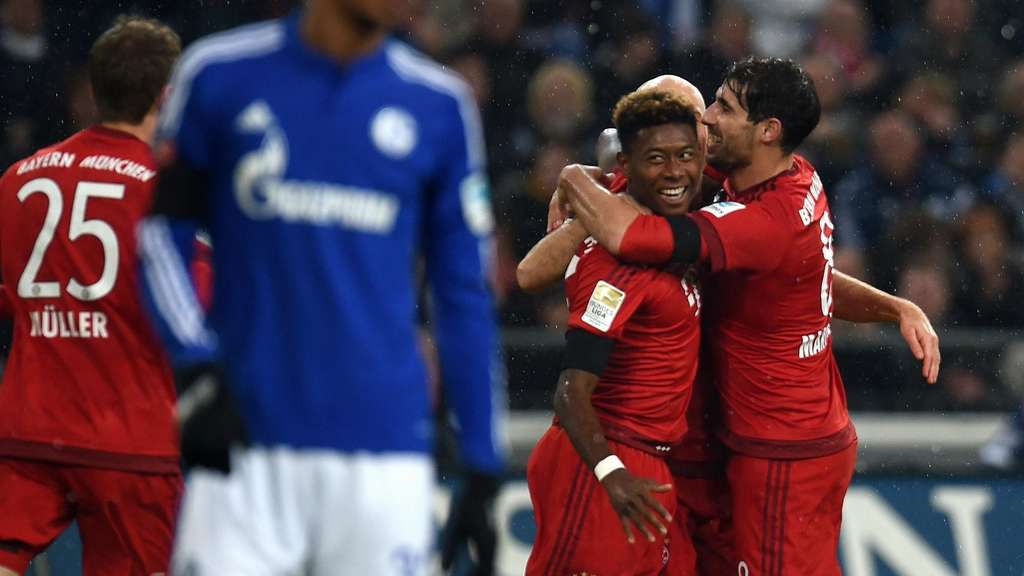 Bayern Munich&#39s Austrian midfielder David Alaba (2nd R) is congratulated by Bayern Munich&#39s Spanish midfielder Javier Martinez (R) after scoring the 0-1 during the German first division Bundesliga football match FC Schalke 04 vs FC Bayern Munich in Gelsenkirchen, western Germany, on November 21, 2015.  AFP PHOTO / PATRIK STOLLARZRESTRICTIONS: DURING MATCH TIME: DFL RULES TO LIMIT THE ONLINE USAGE TO 15 PICTURES PER MATCH AND FORBID IMAGE SEQUENCES TO SIMULATE VIDEO. ==RESTRICTED TO EDITORIAL USE ==FOR FURTHER QUERIES PLEASE CONTACT THE DFL DIRECTLY AT + 49 69 650050.