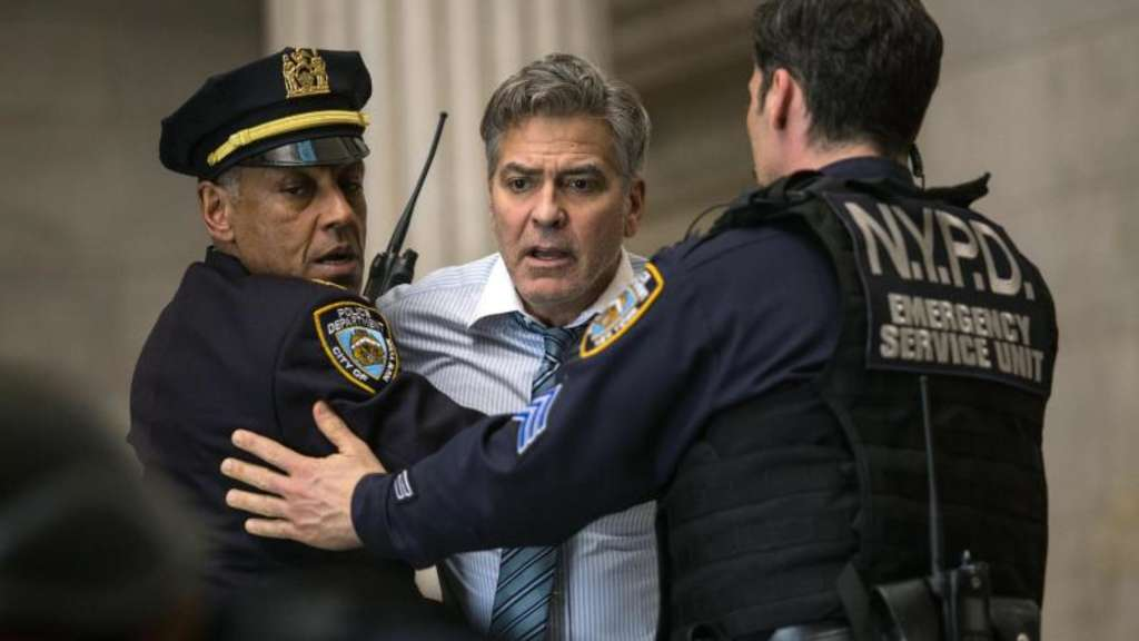 "George Clooney (m.) in einer Szene des Kinofilms ""Money Monster"". Foto: Sony"
