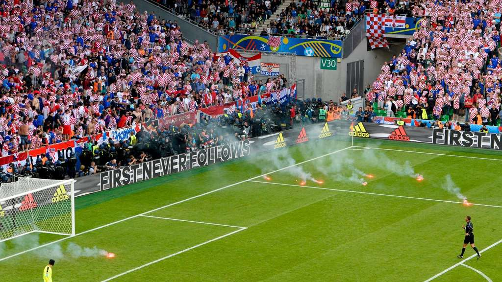 EURO 2016 - Group D Czech Republic vs Croatia