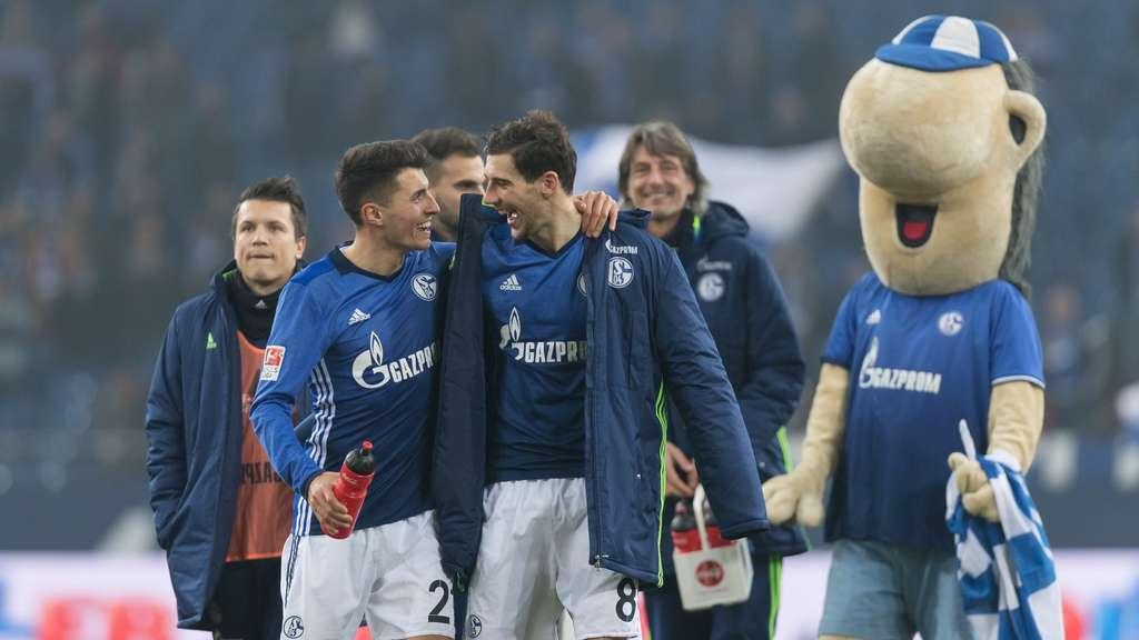 Leon Goretzka (vorne rechts, neben Alessandro Schöpf) gehörte zu den besten Schalkern beim Sieg gegen Hertha BSC.