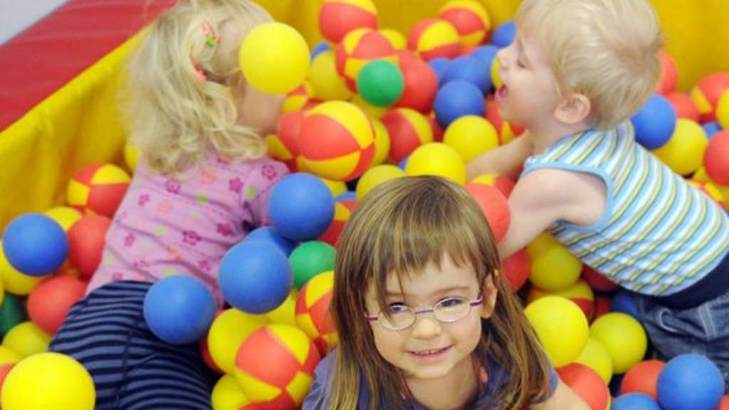 Eltern können den Kindergeld Antrag im Interausfüllen