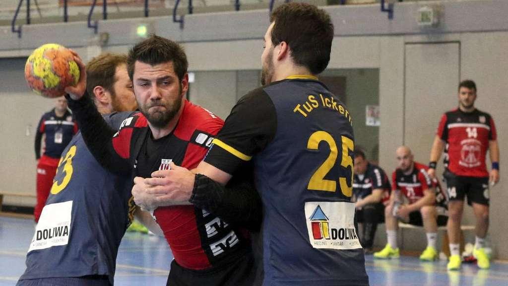 Tino Stracke zog sich nach 20 Minuten eine Sprungelenkverletzung zu - Foto: Liesegang