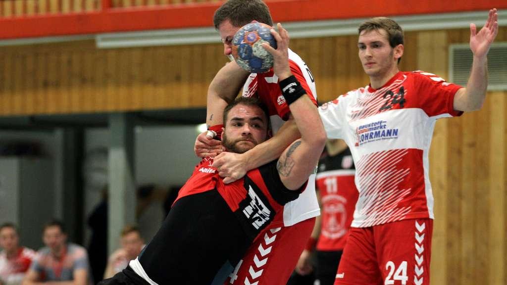Kreisläufer Jan Weber sorgt vielleicht für ein wenig Entlastung der Mitspieler in der Altenbögger Abwehr - Foto: Liesegang