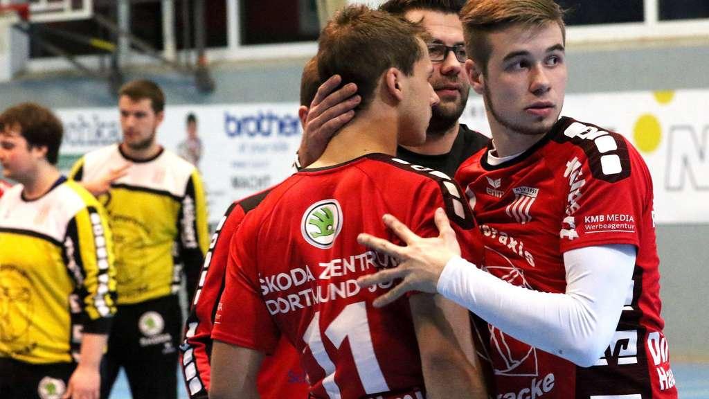 Trost spenden Tino Stracke und Matthias Athens (rechts) Lukas Florian - Foto: Liesegang