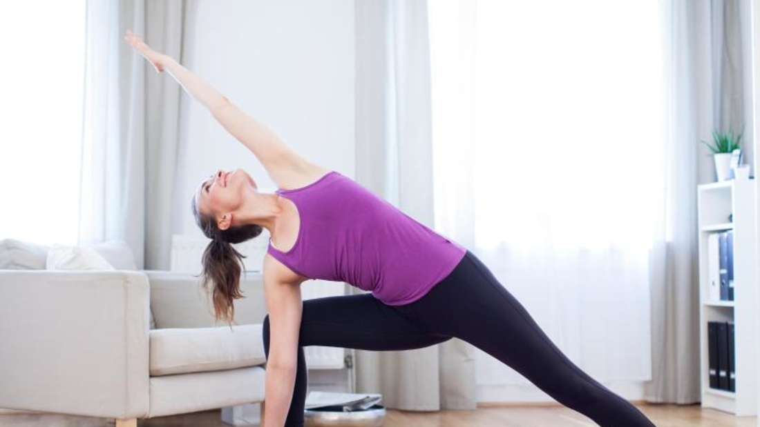 Ob eher fitnessbetont oder auf Entspannung bedacht:Wer Lust auf Yoga hat, findet meist auch die Form, die ihm am meisten liegt. Foto: Christin Klose