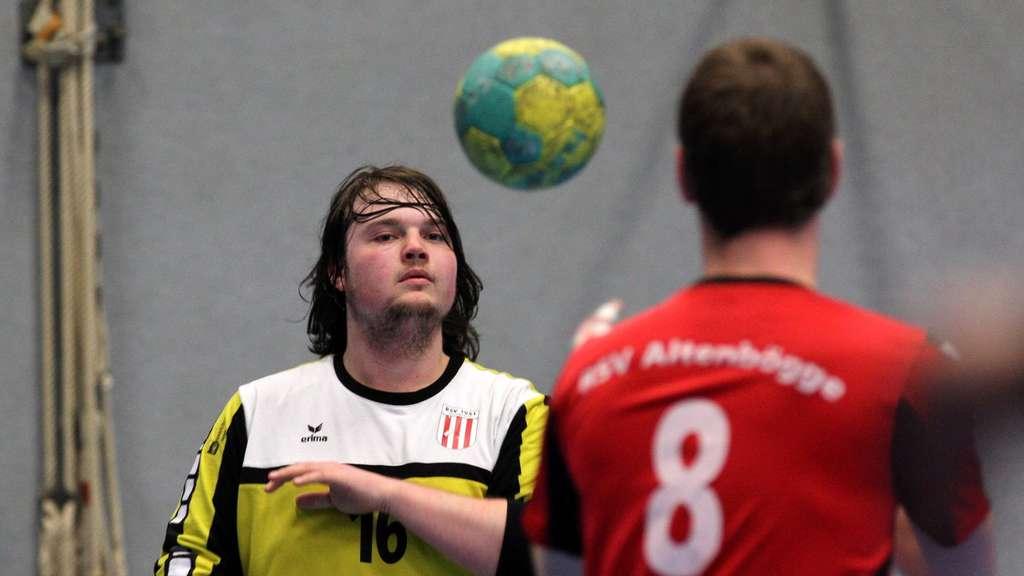 In Brambauer steht Sascha Peitz als Ersatz im Tor parat.- Foto: Liesegang