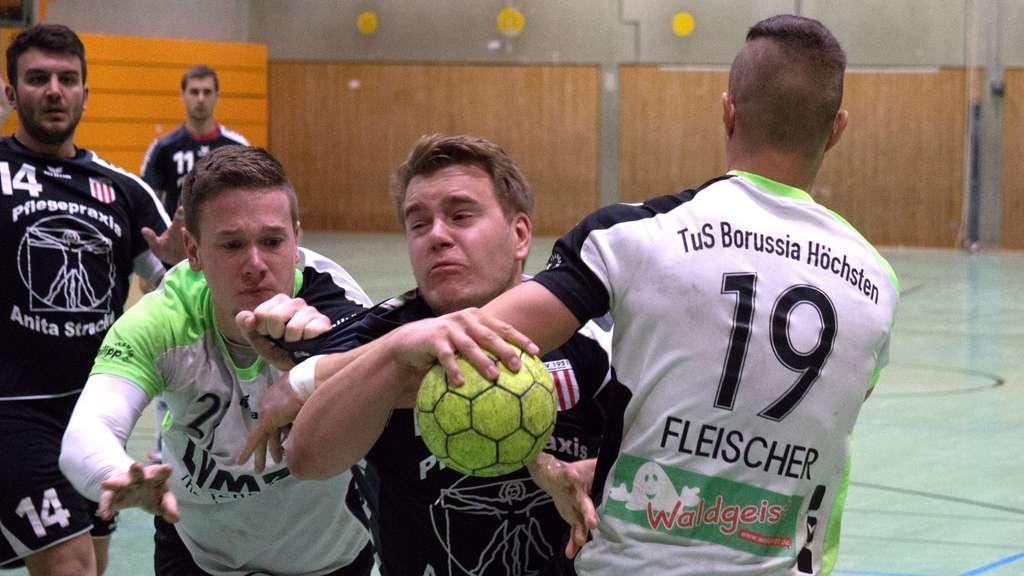 Der Siegeszug der Altenbögger (hier Dominik Warias) wurde von Borussia Höchsten unsanft gestoppt. - Foto: Dustin Wollek