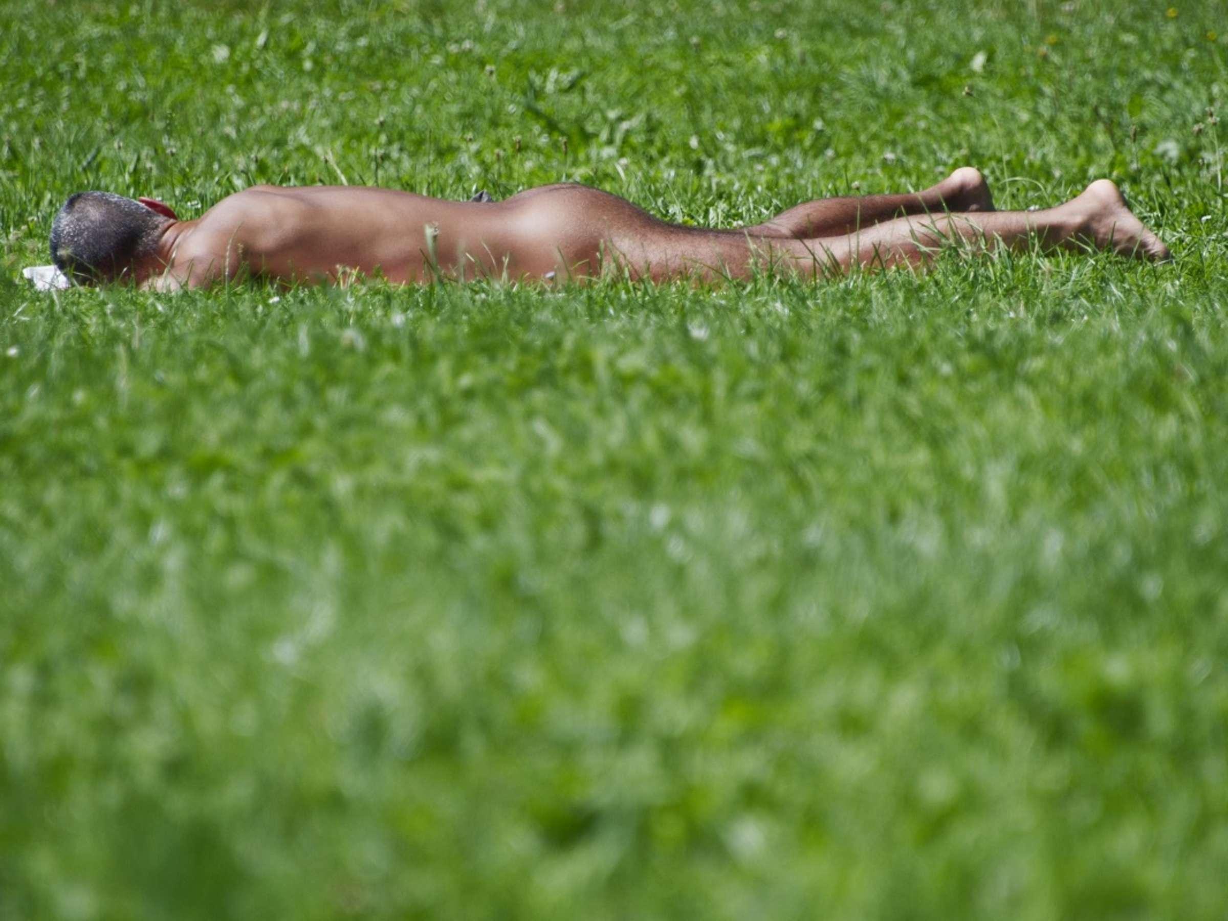 Bilder sonnenbaden nackt privat Sonnenbad im