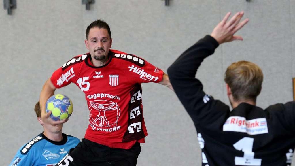 So soll es sein: Sören Feldmann nutzt hier gegen Nordhorn ein gutes Zuspiel und kommt frei zum Abschluss. - Foto: Liesegang