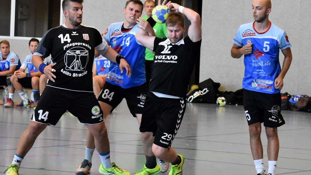 Auch Gregor Stefek (mit Ball) wechselte vom ASV Hamm nach Bönen. Foto: Peter Thiemann