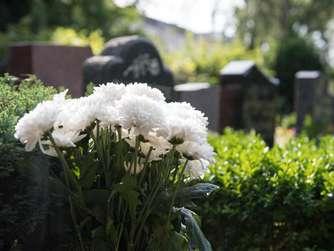 Wie Kann Man Gräber Schön Und Frostfest Schmücken?