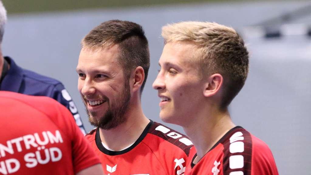 Sebastian Burchert (links mit Philipp Isenbeck) ist krank. Sein Einsatz im Heimspiel gegen Gladbeck II fraglich. Foto: Markus Liesegang