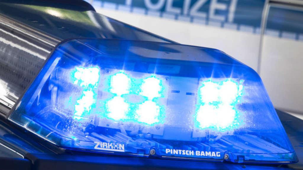 Jan. 2017. Polizeibeamte der Inspektion Nürnberg-Mitte nicht schlecht, als ein Betrunkener mit einer.