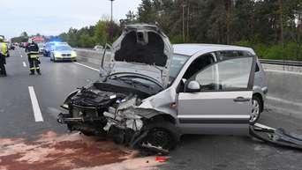 Todlicher Unfall Auto Kracht Auf Der A33 In Mittelleitplanke Nordrhein Westfalen