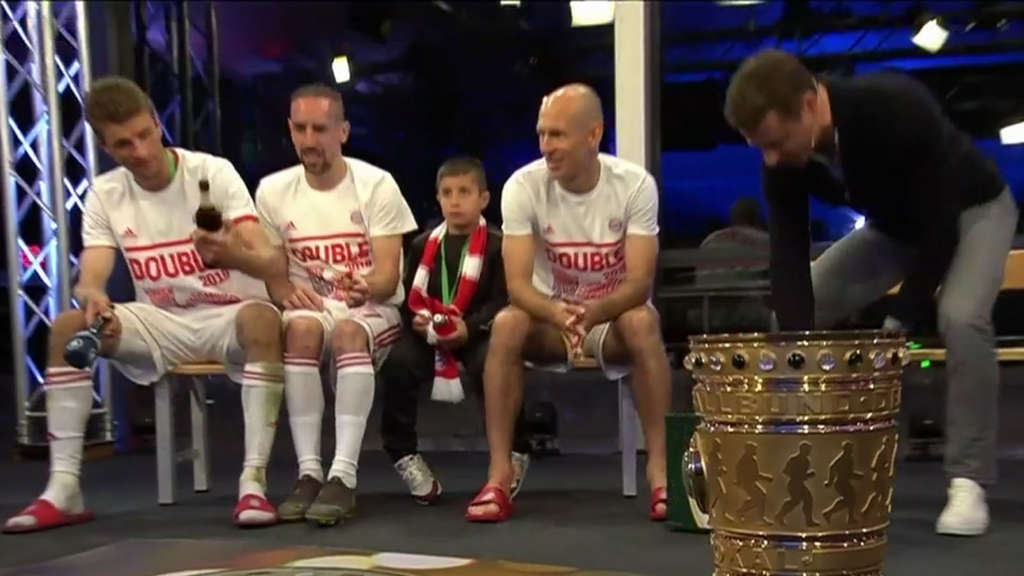"Bommes-Lapsus bei Ribéry in ""Sportschau""-Live-Show - Müller rettet Situation"