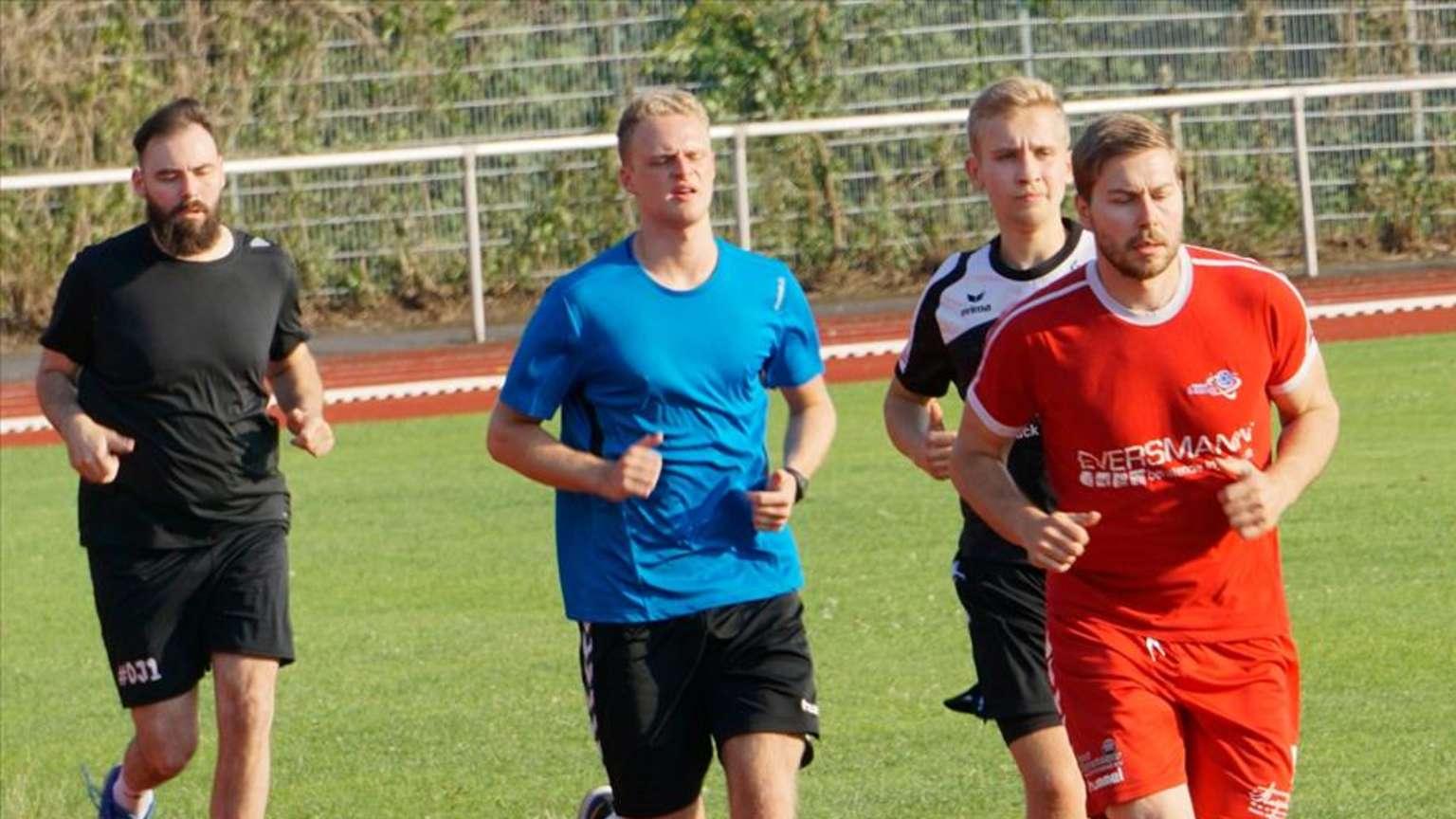 Mit einem Lauftest starteten die Handballer des RSV Altenbögge in die neue Saison.© Dustin Wollek