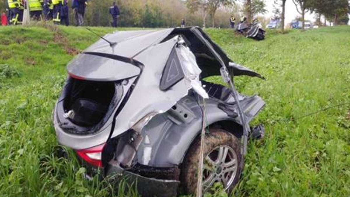 Tödlicher Unfall in Aldenhoven: Auto prallt bei Überholmanöver gegen Baum und wird in zwei Teile gerissen   Nordrhein-Westfalen - wa.de