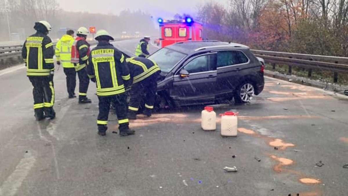 Schneeglatte A45 gesperrt: Auto zwischen Drolshagen und Meinerzhagen in Leitplanke gekracht | Nordrhein-Westfalen - wa.de