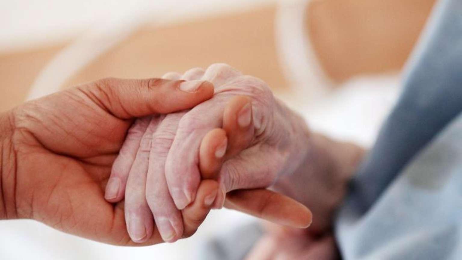 Angehörige müssen sich auf Pflegeheim verlassen | Leben