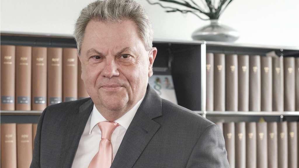 Prof. Dr. Peter Gaidzik ist mit den Coronavirus-Maßnahmen des Staats in der Corona-Krise nicht einverstanden.