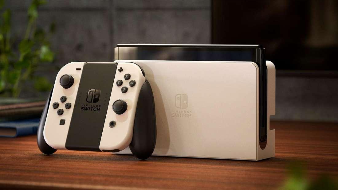 Die neue Nintendo Switch (OLED Modell) in Weiß.